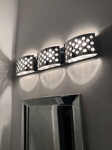 Modern 3pc light fixture for bathroom / vanity