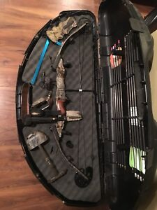 Champion Compound  Hunting Bow Outfit