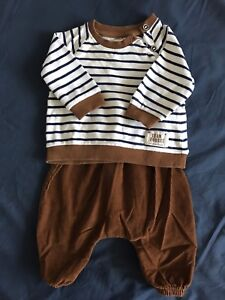 Boy 2-4months in very good condition pant and tshirt.
