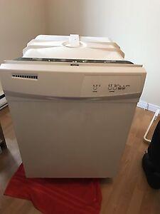 Lave vaisselle encastrable  LAGAN (whitlpool) - jamais utilisé