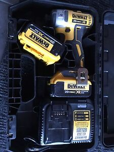 Dewalt impact 20V XR Brushless + 2x 4.0A batteries + chargeur