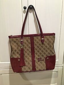 Beautiful authentic large GUESS tote!!