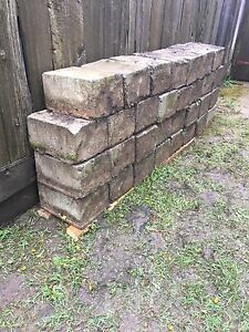Landscaping retaining wall blocks