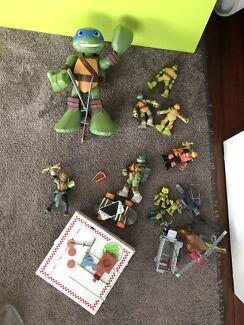 Bulk lot of ninja turtle toys