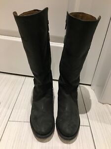 Elizabeth Anne black purse boots size 7B (women's 6)