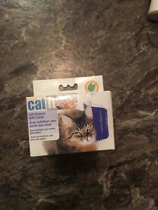 Cat groomer wall mount