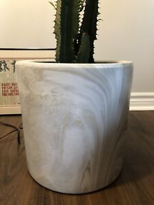 Marble look flower pot planter 11.25 by 10.25 inches