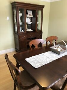 Dining table, buffet & hutch set