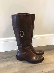 NEW women's leather boots - size 7