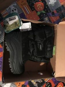 NWT boys winter boots