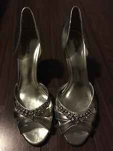 Spring size 11 silver heels