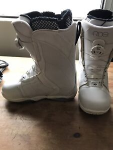 RIDE SNOWBOARD BOOTS SIZE 7