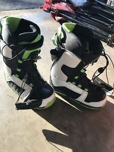 Simms child's snowboarding boots size 4.5Us
