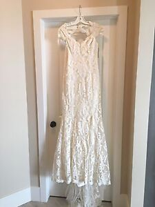 Lace wedding gown - size 8
