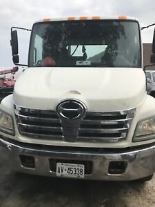 Tow truck / 2006 flatbed hino