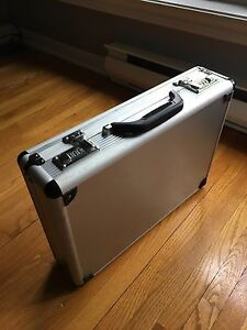 Briefcase / Porte-documents (valise)
