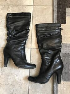 GUESS Leather black boots with zippers