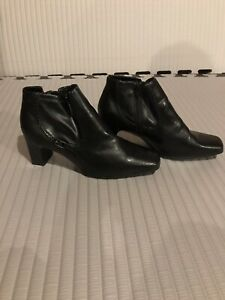 Womans cherokee ankle boots