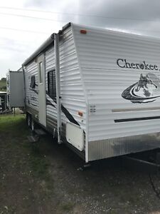 28' Cherokee with 2 Slides and bunkroom