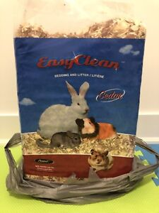 Easy Clean Cedar Bedding and Litter for Small Animals (40L)