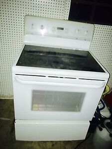 Frigidaire White Stove limited edition self cleaning