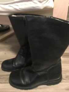 Martino Leather Winter boot with Sherpa lining. Size 9