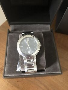 Gucci watch stainless steel 8900m