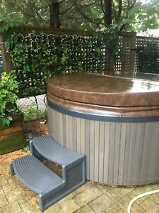 HOT TUB WTH COVER AND STAIRS