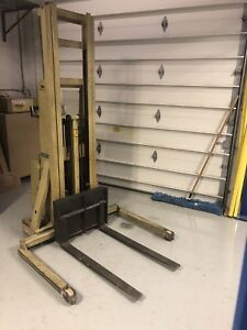 Crown Electric Lift Truck - Forklift/Pallet Stacker SOLD