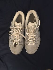 KD basketball shoes size 11.5