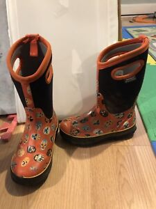 Bogs Youth size 2