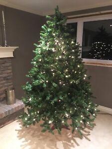 7.5' Pre-lit Artificial Christmas Tree