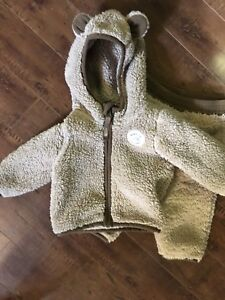 North Face Baby suit 3-6 months unisex