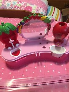 Strawberry shortcake beauty salon