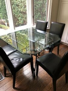Kitchen table and 6 black chairs