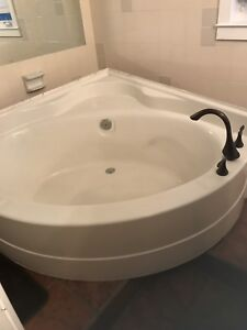 Large MAAXX soaker tub
