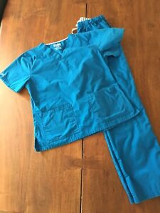 Women's scrubs, pairs, single tops & pants excellent condition