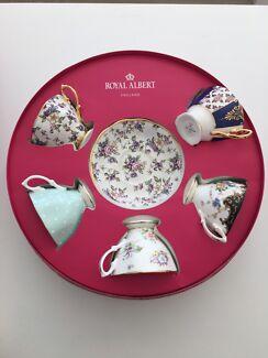 Royal Albert 100 years Tea Cups set