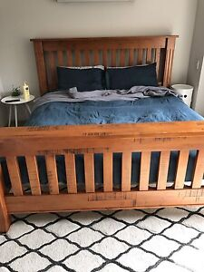 King size timber bed Forest Lake Brisbane South West Preview