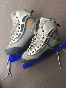 Figure Skates, CCM Women's Size 9 (with skate guards)
