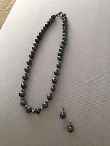 Collier perle grise