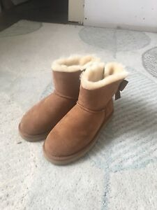 BRAND NEW IN BOX Uggs size 7