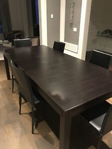 BROWN DINING ROOM TABLE AND CHAIRS