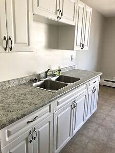 Gorgeous Kitchen & Prime Location!