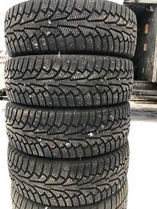 *COMME NEUF* 215/60R17 Nokian pneus d'hiver - 500$