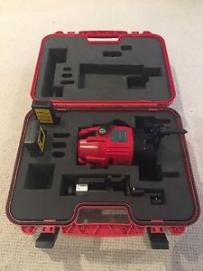 Laser - CMI CX303R Outdoor Dual Cross Line Laser level kit. Abbotsford Yarra Area Preview