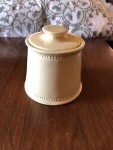 Bathroom storage jar
