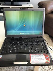 Laptop toshiba satellite 14.1''
