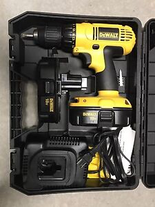 Dewalt 18v drill with two batteries