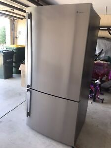 Westinghouse 529lt Stainless Fridge/Freezer